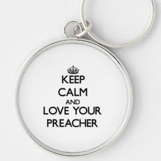 Mantenha a calma e ame seu pregador chaveiro redondo na cor prata