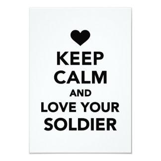 Mantenha a calma e ame seu soldado convite personalizados