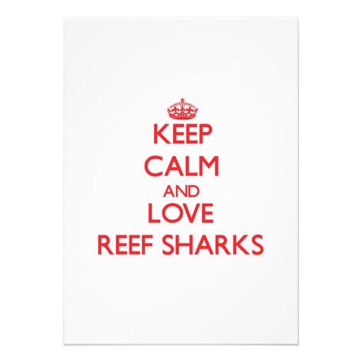 Mantenha a calma e ame tubarões do recife convites personalizado