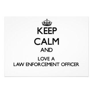 Mantenha a calma e ame um agente da autoridade convite personalizado