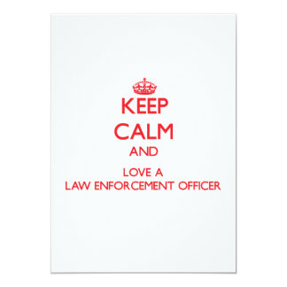 Mantenha a calma e ame um agente da autoridade convite 12.7 x 17.78cm
