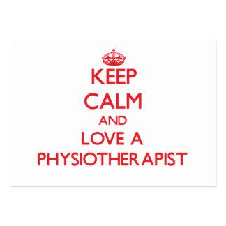 Mantenha a calma e ame um fisioterapeuta modelo cartoes de visita