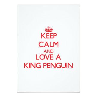 Mantenha a calma e ame um rei pinguim convites personalizado