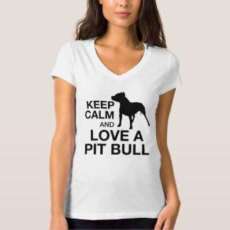Mantenha a calma e ame um ROSA vertical do pitbull Camiseta