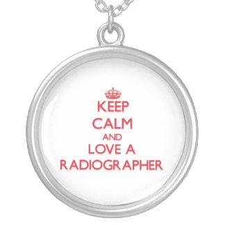 Mantenha a calma e ame um técnico de radiologia bijuteria