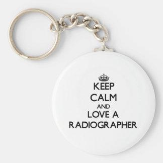 Mantenha a calma e ame um técnico de radiologia chaveiro