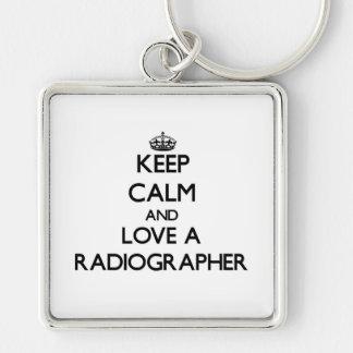 Mantenha a calma e ame um técnico de radiologia chaveiros