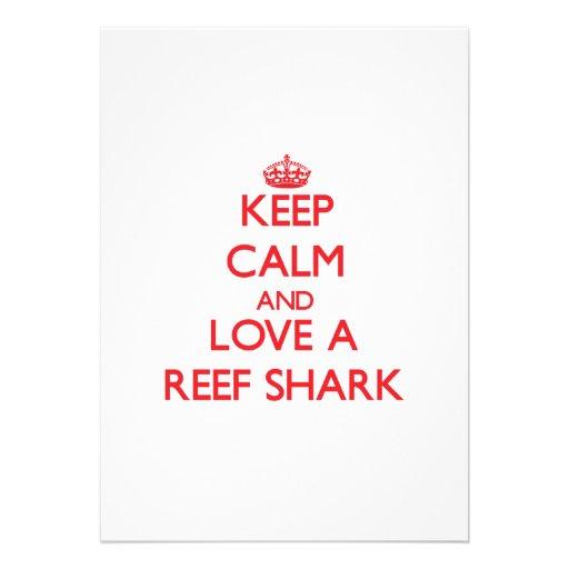 Mantenha a calma e ame um tubarão do recife convites personalizado