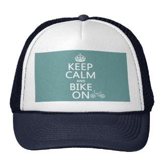 Mantenha a calma e Bike em (alguma cor) Bonés