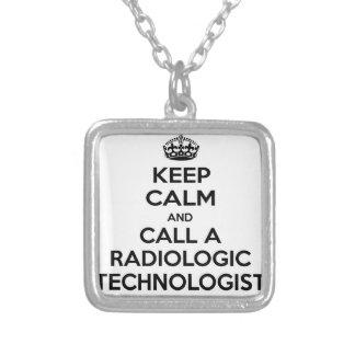 Mantenha a calma e chame um tecnólogo radiológico colar banhado a prata