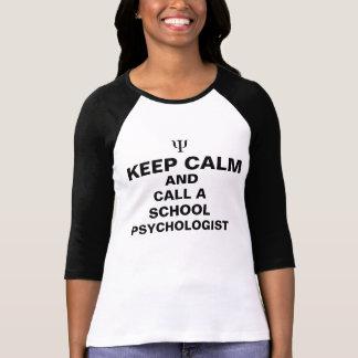 Mantenha a calma e chame uma camiseta do psicólogo