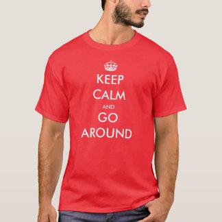 Mantenha a calma e circunde - a camisa piloto de T