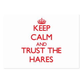 Mantenha a calma e confie as lebres cartoes de visitas