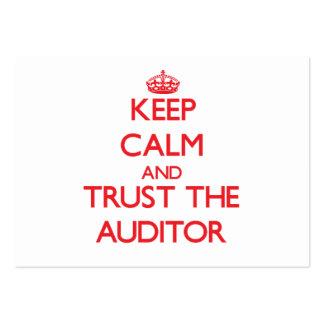 Mantenha a calma e confie o auditor cartão de visita