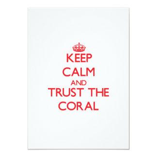Mantenha a calma e confie o coral convites personalizado
