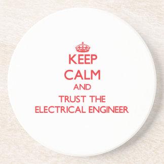 Mantenha a calma e confie o engenheiro porta copos de arenito