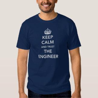 Mantenha a calma e confie o engenheiro t-shirts