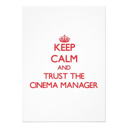 Mantenha a calma e confie o gerente do cinema convite personalizado