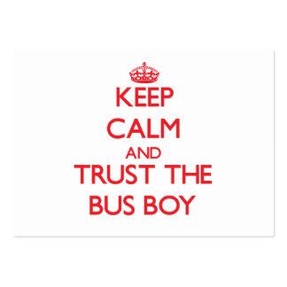 Mantenha a calma e confie o menino de ônibus modelo cartão de visita