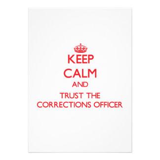 Mantenha a calma e confie o oficial de correções convite