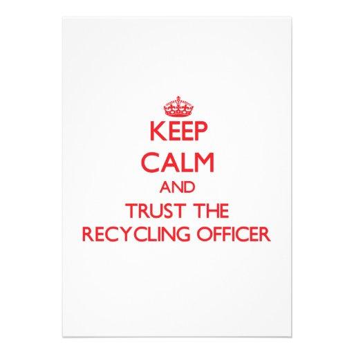 Mantenha a calma e confie o oficial do reciclagem convites personalizados