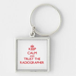Mantenha a calma e confie o técnico de radiologia chaveiros