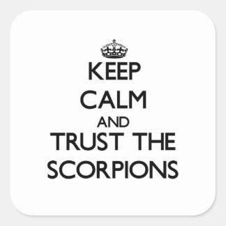 Mantenha a calma e confie os escorpião adesivo quadrado