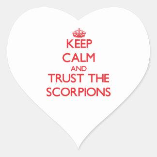Mantenha a calma e confie os escorpião adesivo de coração