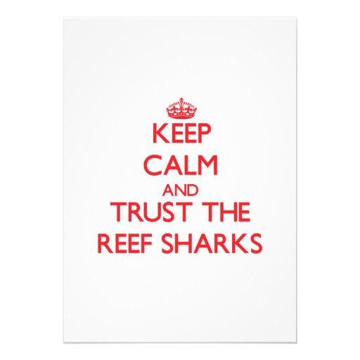 Mantenha a calma e confie os tubarões do recife convites personalizado