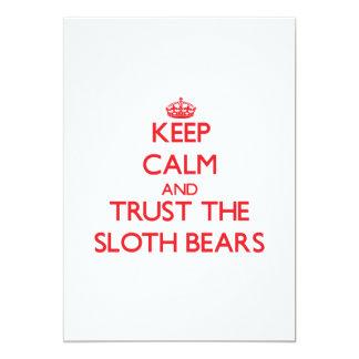 Mantenha a calma e confie os ursos de preguiça convites personalizado