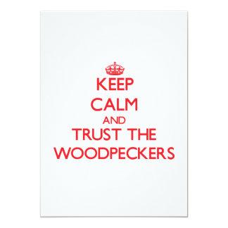 Mantenha a calma e confie os Woodpeckers Convite