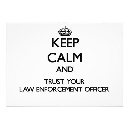 Mantenha a calma e confie seu agente da autoridade convite personalizado