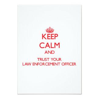 Mantenha a calma e confie seu agente da autoridade convite 12.7 x 17.78cm