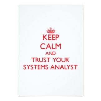 Mantenha a calma e confie seu analista de sistemas convite personalizado