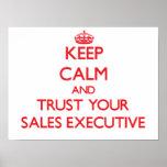 Mantenha a calma e confie seu executivo de vendas pôsteres