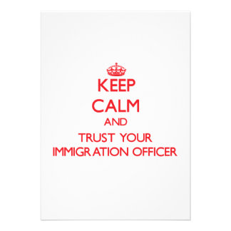Mantenha a calma e confie seu oficial da imigração convite personalizado