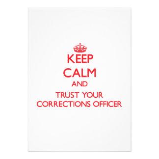 Mantenha a calma e confie seu oficial de correções convite