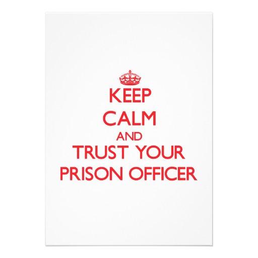 Mantenha a calma e confie seu oficial de prisão convites personalizado