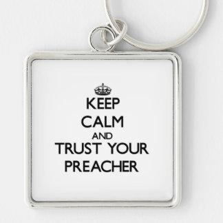 Mantenha a calma e confie seu pregador chaveiro quadrado na cor prata