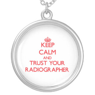 Mantenha a calma e confie seu técnico de radiologi bijuteria