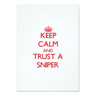 Mantenha a calma e confie um atirador furtivo convites personalizados