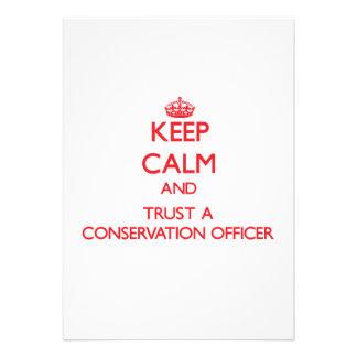 Mantenha a calma e confie um oficial da conservaçã convite personalizados