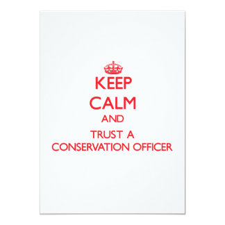 Mantenha a calma e confie um oficial da convite 12.7 x 17.78cm