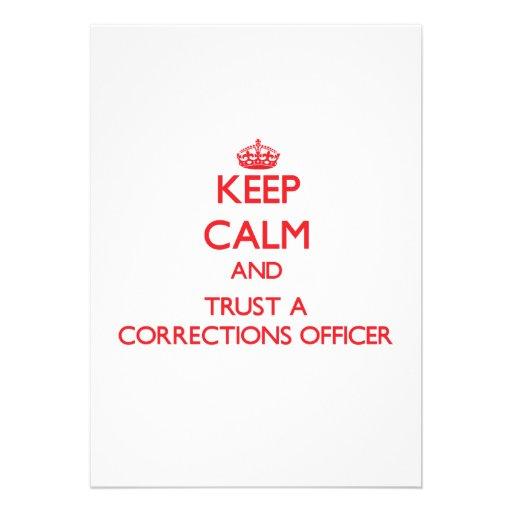 Mantenha a calma e confie um oficial de correções convites personalizado
