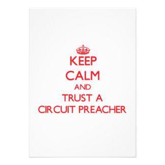 Mantenha a calma e confie um pregador do circuito convite personalizado