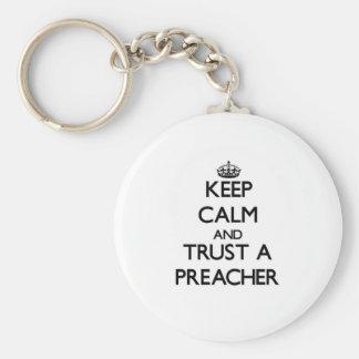 Mantenha a calma e confie um pregador chaveiro