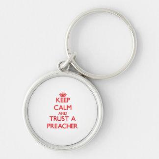 Mantenha a calma e confie um pregador chaveiros