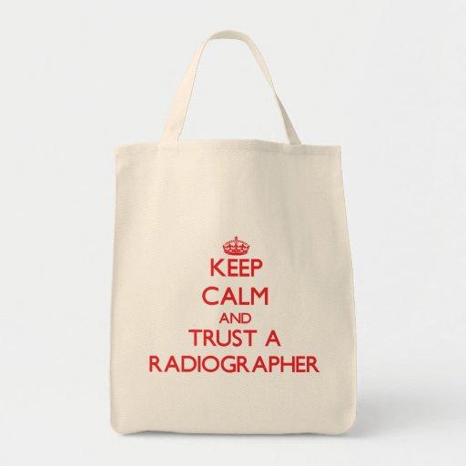 Mantenha a calma e confie um técnico de radiologia bolsas