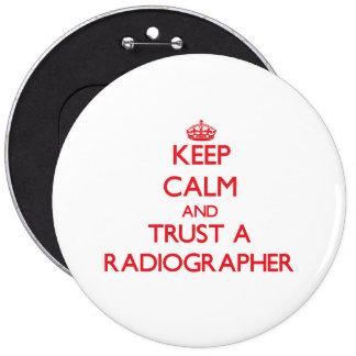 Mantenha a calma e confie um técnico de radiologia botons