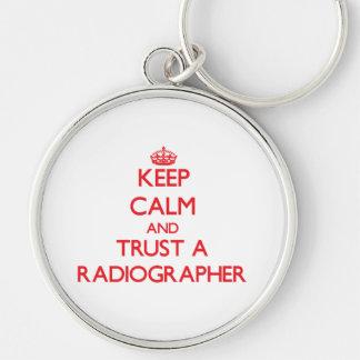Mantenha a calma e confie um técnico de radiologia chaveiros